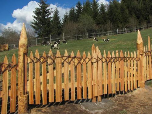 Cancello staccionata in legno
